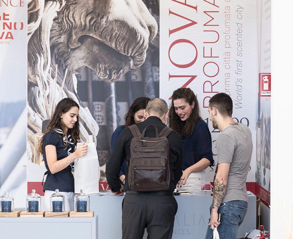 Clienti Stand Diffusori Ambiente al Salone Nautico di Genova